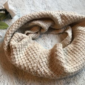 Accessories - Neck warmer scarf.